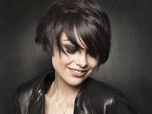 Градуированная стрижка для темных волос