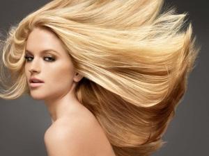 Осветленные волосы у девушки