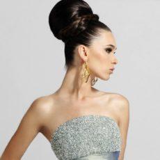 Красивая прическа под платье с открытой спиной