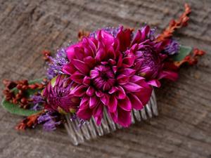 Гребень с живыми цветами