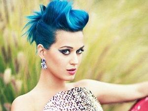 Короткая стрижка с синими волосами