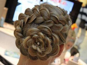 Прическа с ажурными косами