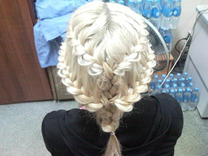 Сплетенные ажурные косы