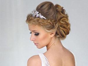 Свадебная прическа с косой вокруг головы