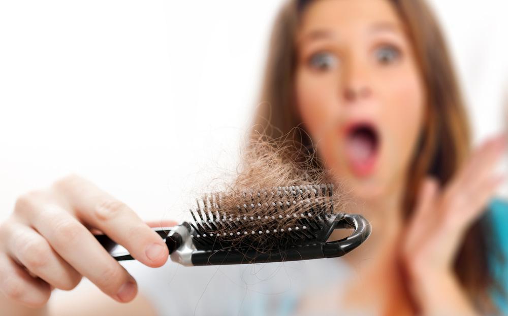 выпадение волос на расческе