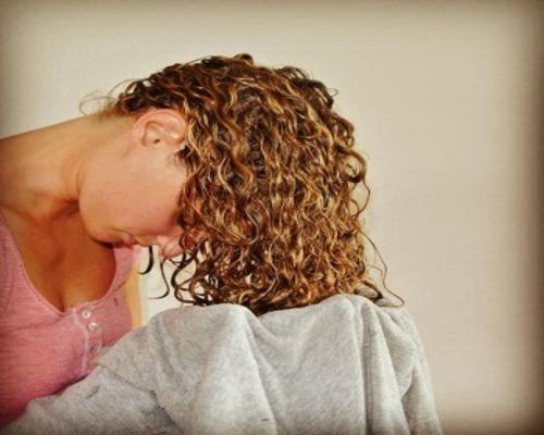 Вымакивание волос полотенцем